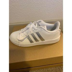 Adidas cloudfoam size 7 - White & Silver